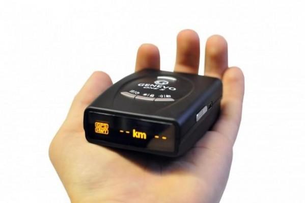Genevo One S - mobiler Radarwarner - in der Hand